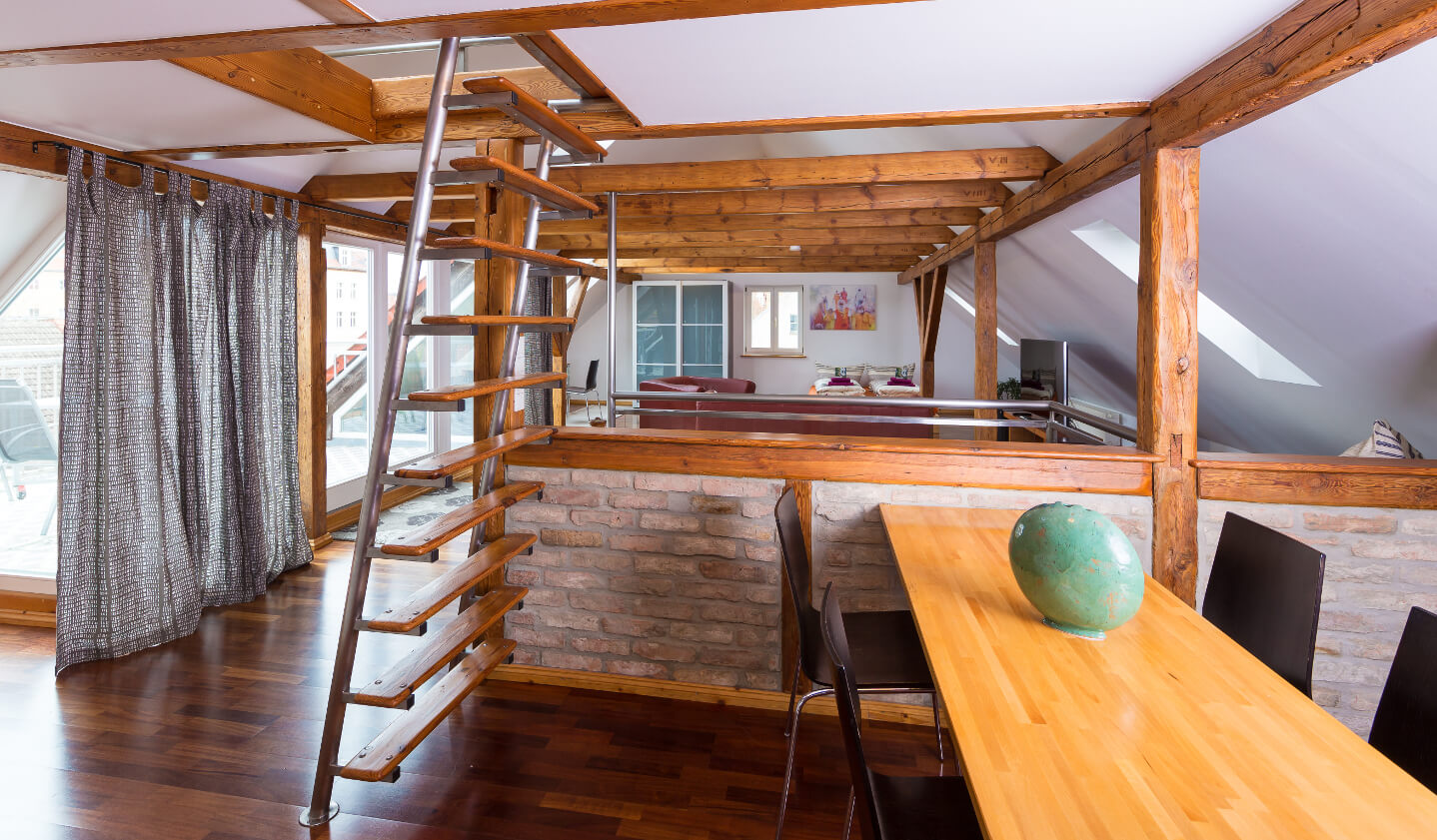 fewo angerapartment loft esstisch 01 angerapartment. Black Bedroom Furniture Sets. Home Design Ideas